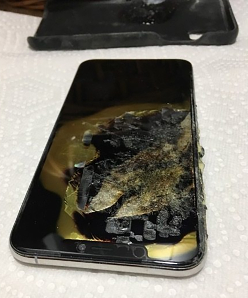 iPhone Xs Max bốc khói trong túi quần