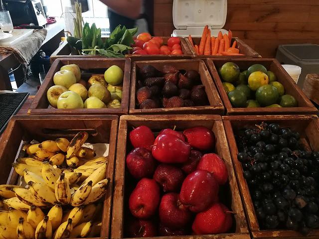 <p>野菜に果物、どんな取り合わせでもオーダーを受けてくれますよ!<br /> フレッシュジュース最高!!</p>
