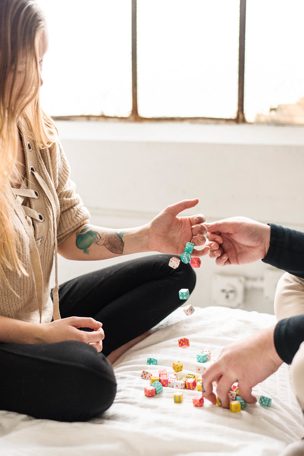 couple session playing board games on juliettelaura.com