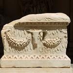 Altare con decorazione a bucrani e ghirlande MC 3357 - https://www.flickr.com/people/82911286@N03/