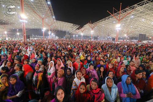 Flood of devotees