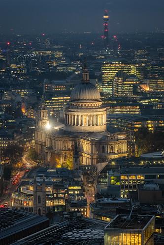 stpaul'scathedral london bluehour city cityscape cathedral cathedrals england uk landscape landscapes landscapephotography landmark landmarks historic history evening dusk canon efs1585mmisusm eos eos80d