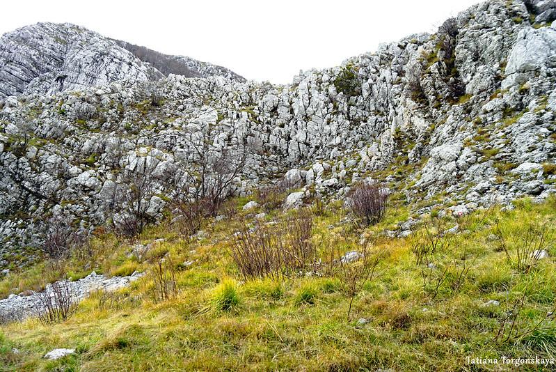 Горный склон с вершиной Каменски Кабао