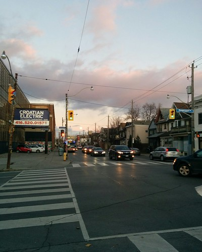 Looking east on Dupont (2) #toronto #dupontstreet #dovercourtvillage #dovercourtroad #intersection #sunset #clouds #moon