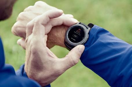 Samsung Galaxy Watch: Do kanceláře i na sport