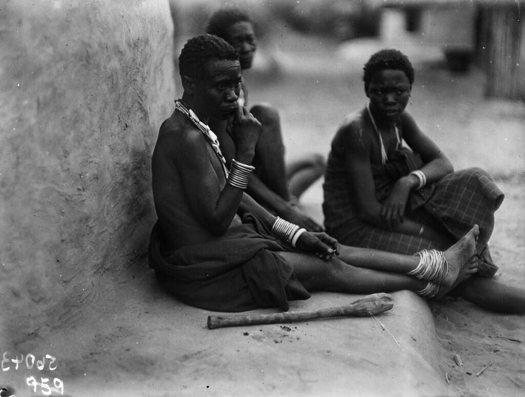 Катаба. Сидящие женщины