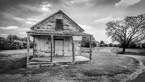 abandoned store abandonedstore museville va virginia pittsylvania bobbell xpro1 landscape backandwhite clouds reedit rural sky wideangle
