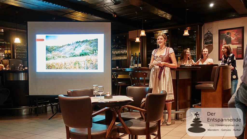 Weinkönigin Julia Gries von Kobern-Gondorf in der Hotelbar des Hotels Lellmann