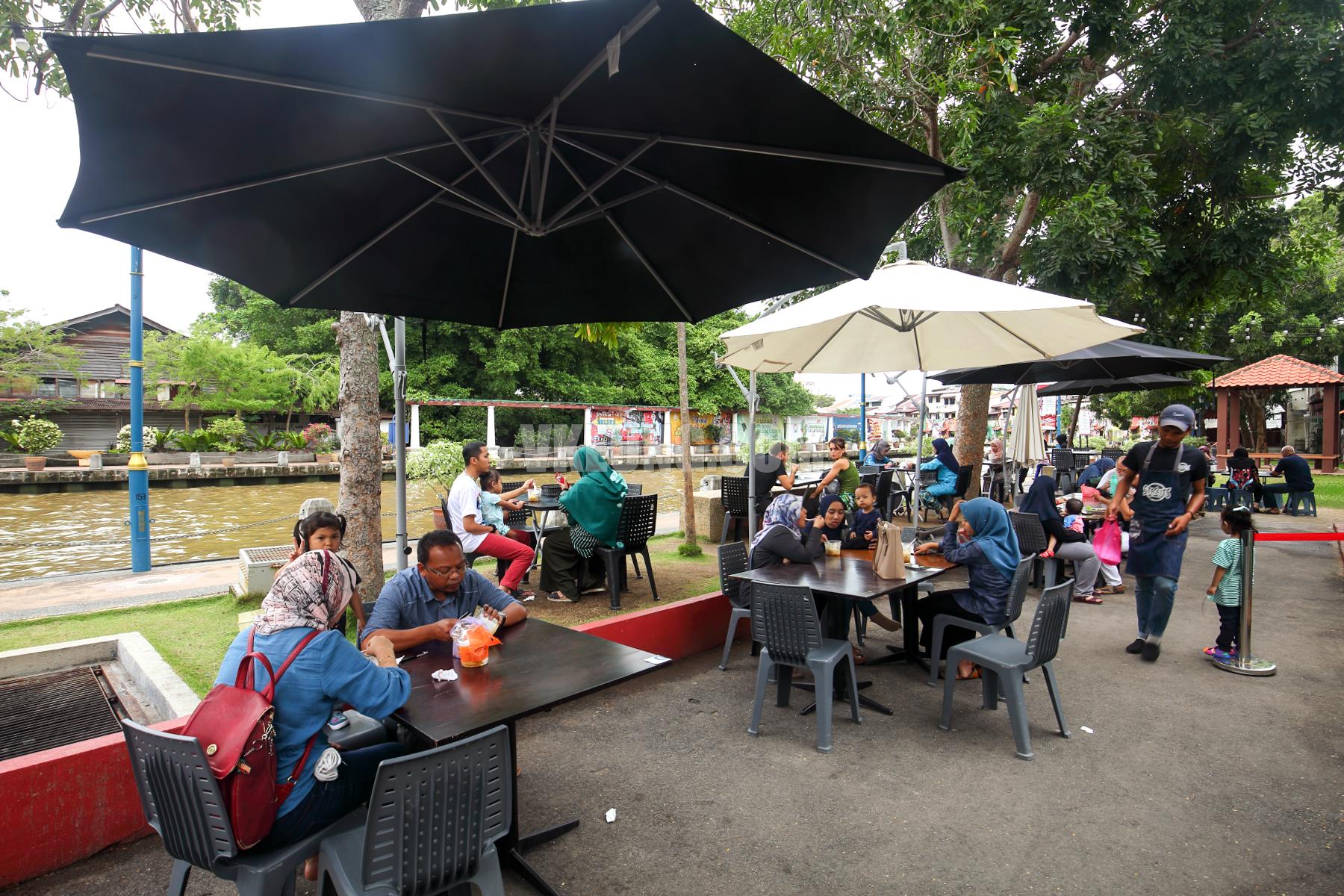 Cendol-Kampung-Hulu-Next-to-Melaka-River