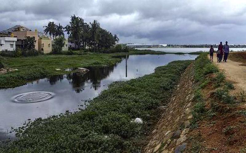नालासापुरा झील में मिलता नाले का पानी