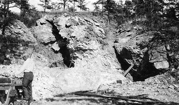 Max Junghaendel en la mina de magnesita de Goat Hill en Chester County (Pensilvania) el 19 de septiembre de 1921