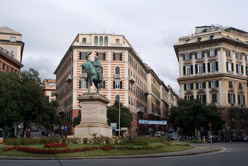 Piazza Corveto à Gènes et la statue du Roi Vittorio Emanuele II.
