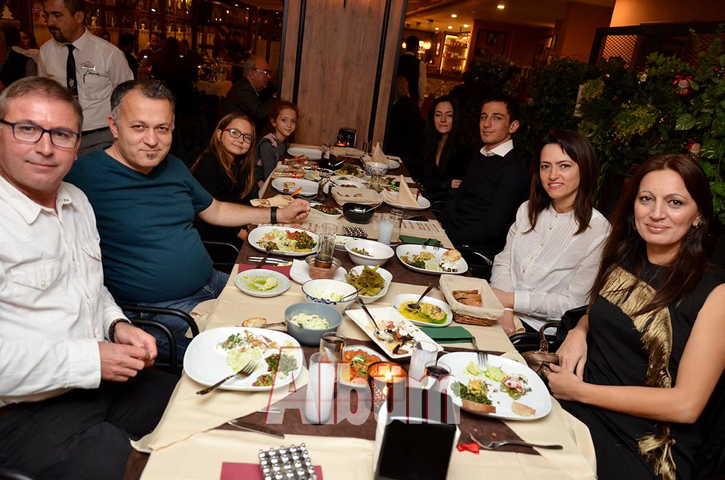 Ahmet-Tunç-dostları-ile-birlikte--(2)