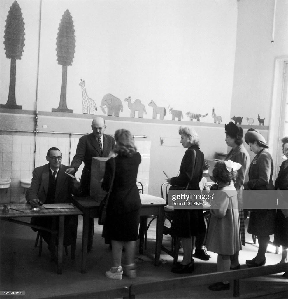 1945. Впервые голосуют женщины