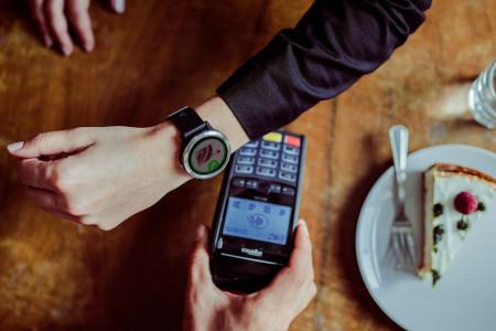 Platby v hodinkách nahradí platební karty