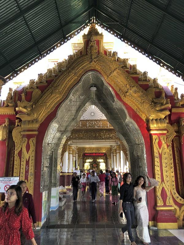 Myanmar, Mandalay päiväretki, Amarapura, U Bein Bridge, Mahamuni Buddha, Sagaing, Royal Palace Mandalay, Shwenandaw Monastery, Atumashi Monastery, Kuthodaw Pagoda, Soon U Ponya Shin Pagoda