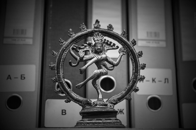 2018.11.26_330/365 - multi-armed god is a symbol of a good office employee