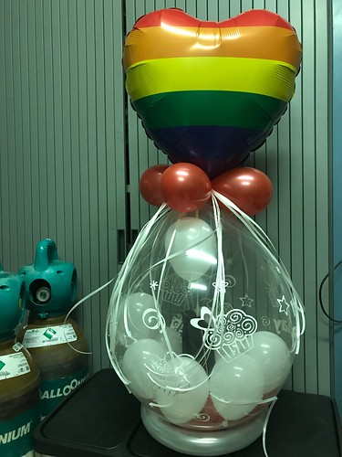 Kadoballon Regenboog met Ballon bovenop