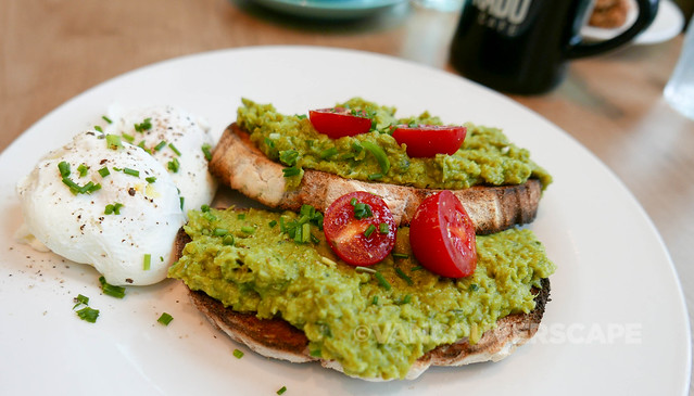 Prado Cafe/Avocado, mint and pea mash with poached eggs