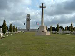 Villers Bretonneux memorial (1) - Photo of Heilly