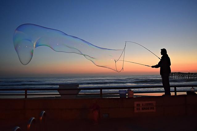 Bubbles by the sea, Nikon D3300, AF-S DX Nikkor 18-55mm f/3.5-5.6G VR II