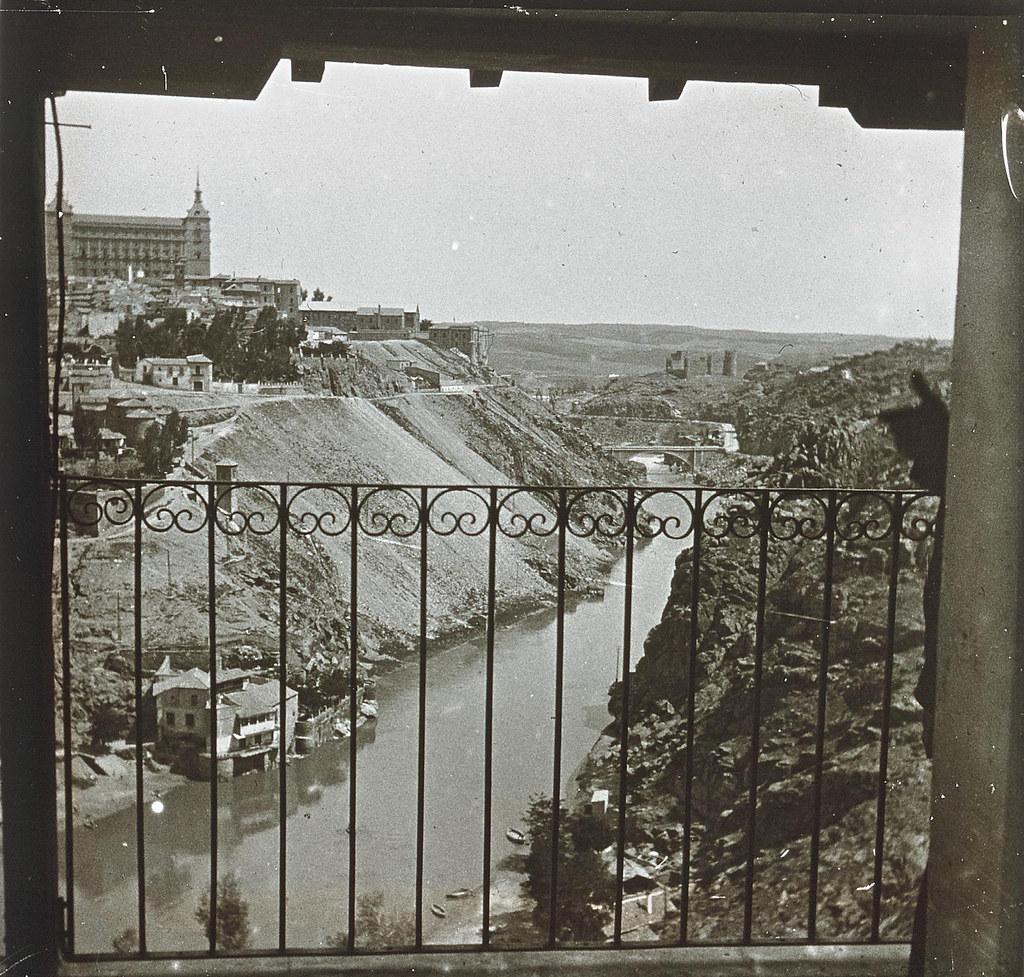 Vista de Toledo desde la ermita del Valle hacia 1935. Cristal estereoscópico de autor anónimo francés. Colección de Eduardo Sánchez Butragueño.