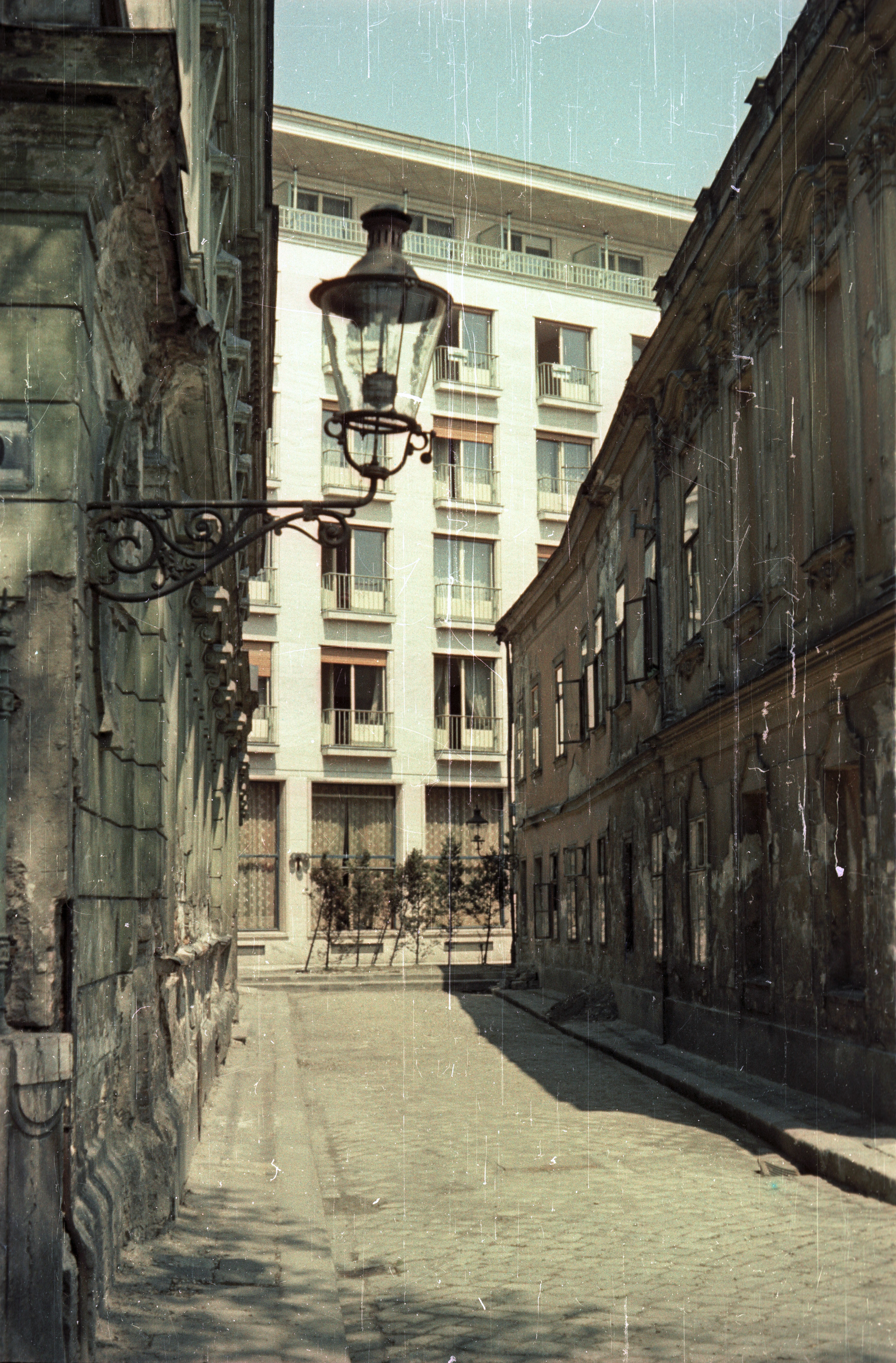 Братислава. Лодная улица, напротив отеля «Девин»