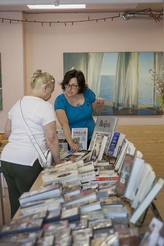 Visite de la Bibliomobile dans une résidence pour ainés