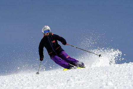 Na lyžařské dovolené si dejte pozor na tyto činnosti – cestovní pojištění vám je nemusí krýt