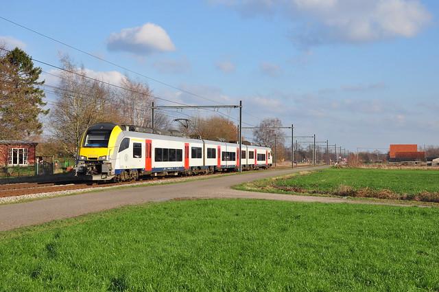S-trein Mol naar Antwerpen, Nikon D90, AF-S DX Nikkor 18-140mm f/3.5-5.6G ED VR