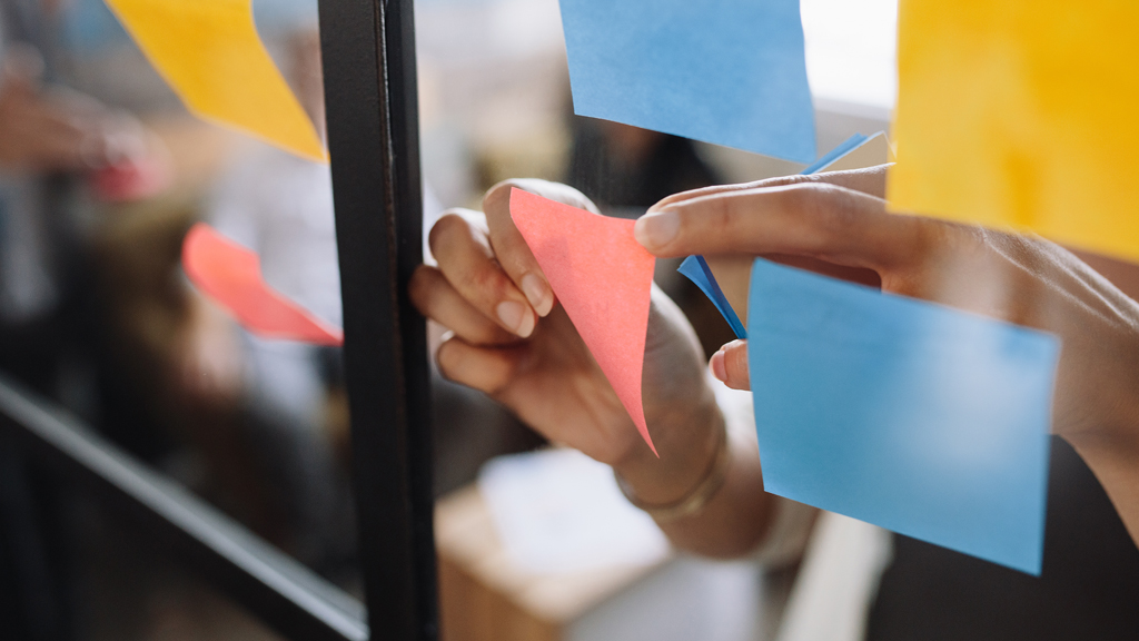 Using post-it notes to self-segment recollection