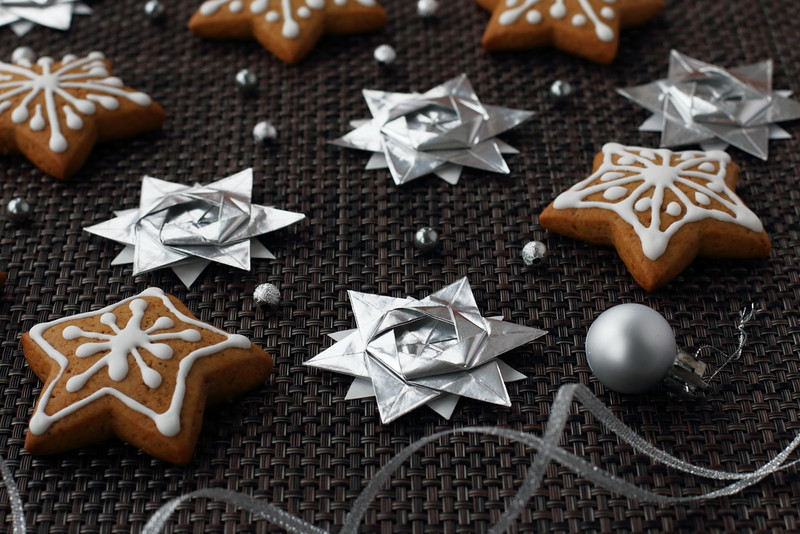 Gingerbread cookies and Origami 12-Pointed Stars (Peter Keller)