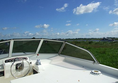 Outside steering position of a Cirrus cruiser