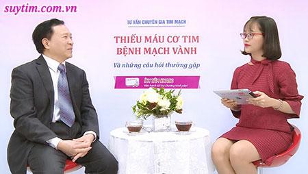 PGs. Ts Nguyễn Văn Quýnh cùng Mc trong buổi tư vấn về bệnh thiếu máu cơ tim