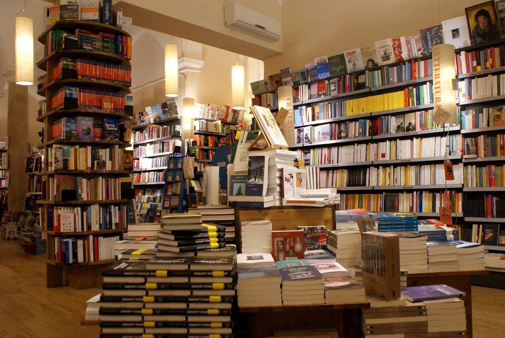 Dans la Librairie L'amico Ritrovato Genova à Gênes.