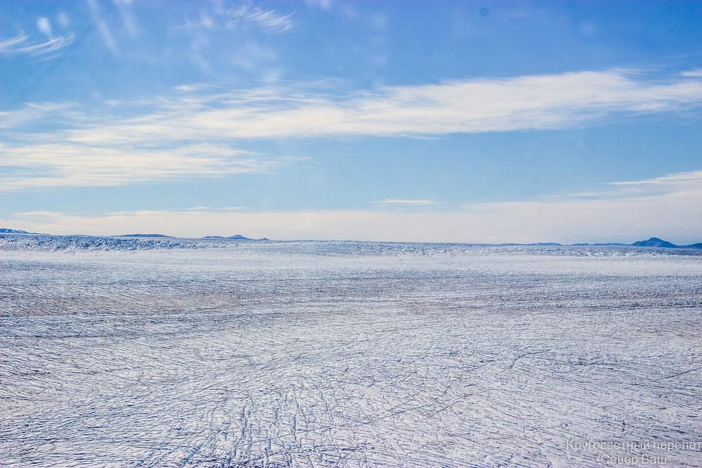 Ледник весь в трещинах