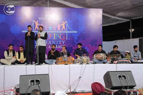Devotional song by Guljinder Gullu from Giddarbaha PB