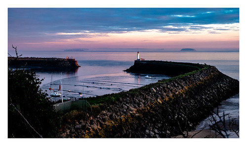 barryisland barry valeofglamorgan southwales wales coast coastal sunset sea dock seawall breakwater lighthouse severnestuary bristolchannel jacksonsbay fujixt2 fujifilm fujinon xt2 harbour