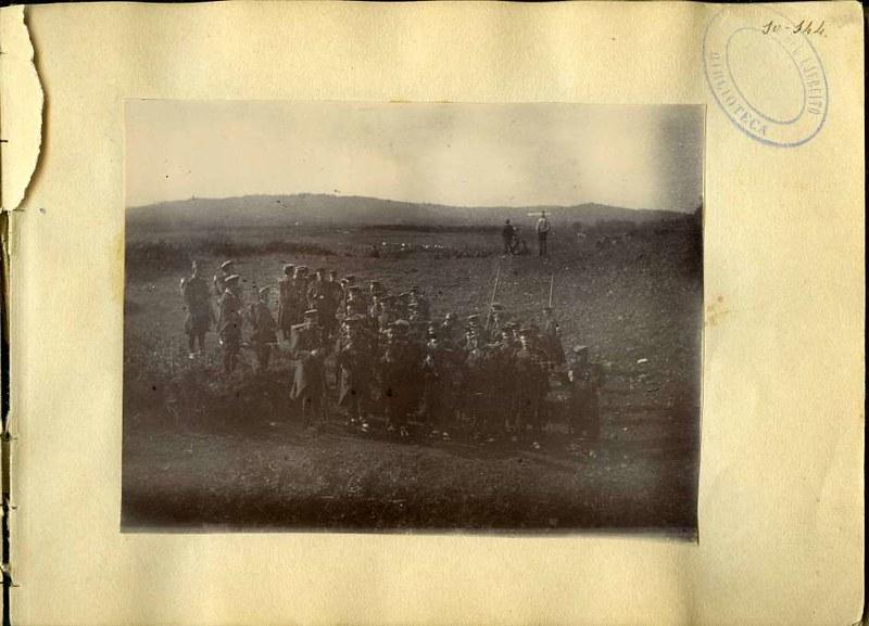 Soldados en una salida al campo. Álbum con fotografías de Toledo hacia 1890. Fototeca del Museo del Ejército, signatura MUE 120476