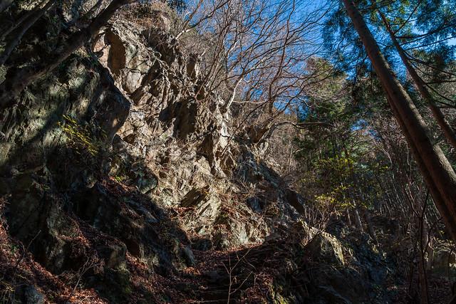 石積跡の岩場を下る