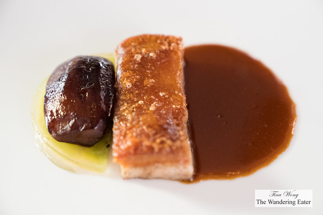 Suckling pork belly, kiwi and coffee sauce