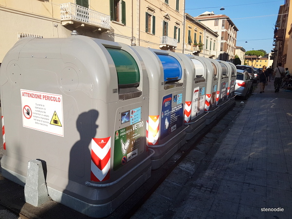 Garbage bins in Pisa
