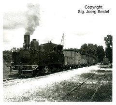 F-17400 St Julien de l'Escap (17) CFD des Charentes et des Deux-Sèvres Locomotive à vapeur CFD 74 (Cail) avec un train de marchandises im Jahre 1940