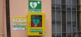 defibrillatore paese