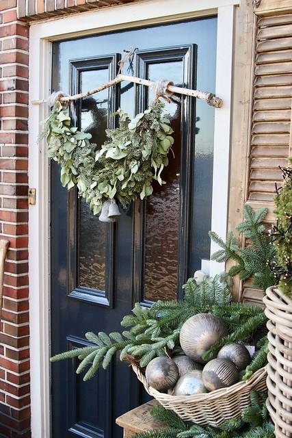 Festoen kerst voordeur landelijk