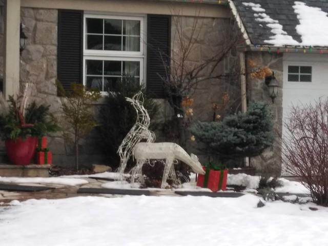 2 deer decorations