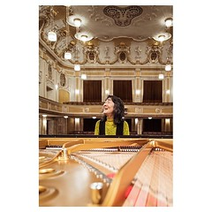 Mitsuko Uchida, Mozarteum Salzburg The joy of playing Mozart . #leicaQ #leica #leicacamera #leicaqtyp116 #leicacraft #leica_photos #leica_uk #leica_world #leicaphotography #leica_club #twitter #geoffroyschied #35mmofmusic #portrait #musician #piano #piani
