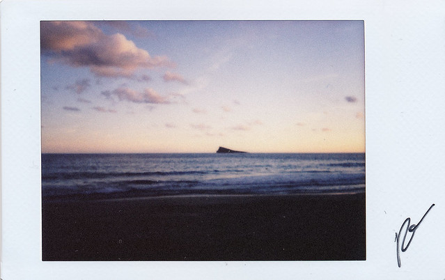 "Fujitivas_85 "" As an island """