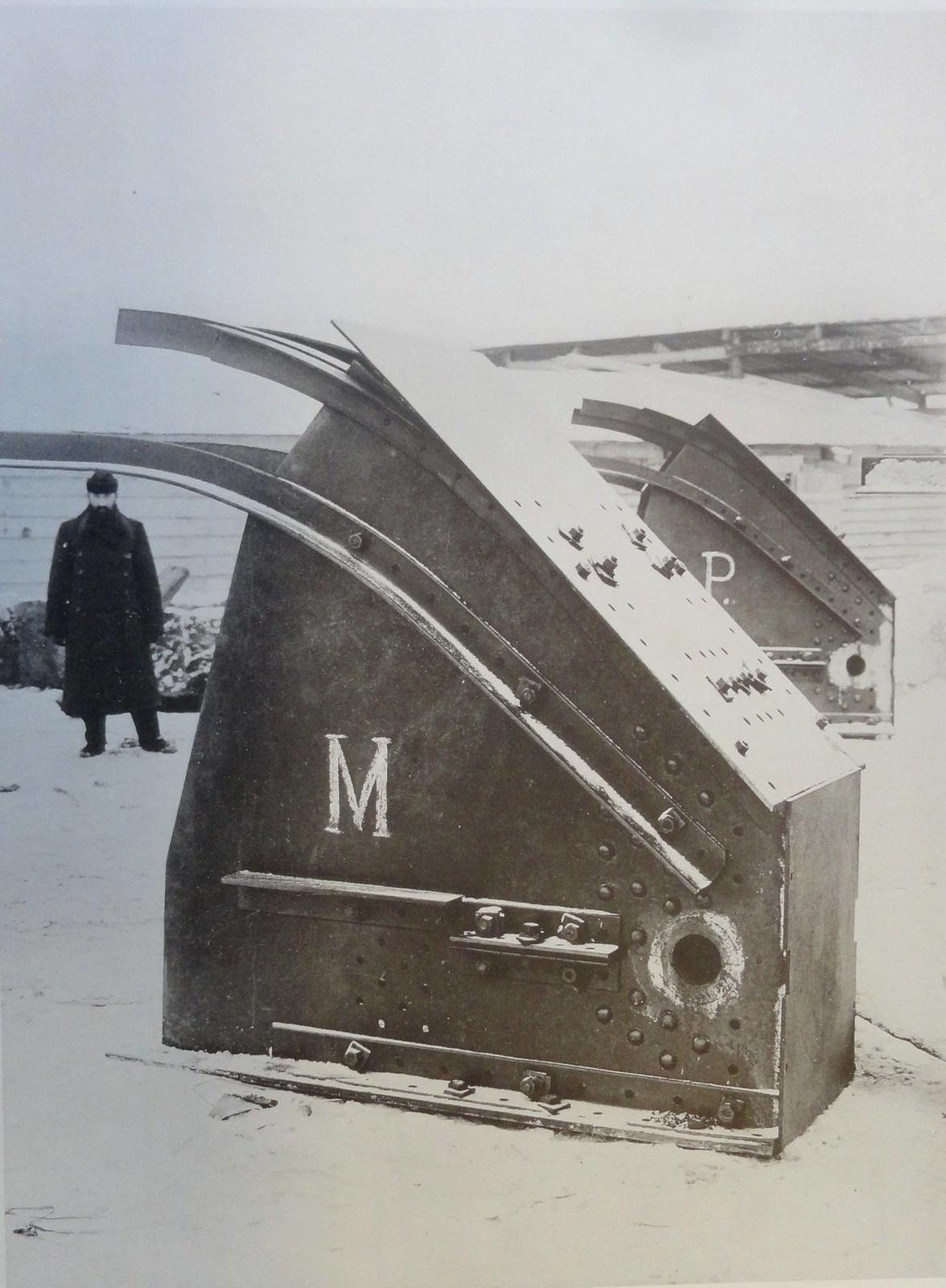 1901. Концевая часть (опрокинутая)у ключевого шарнира среднего арочного пролета.6 января