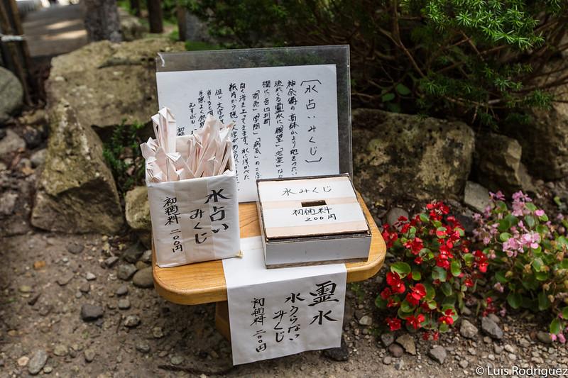 Papelitos de la fortuna mizu-mikuji